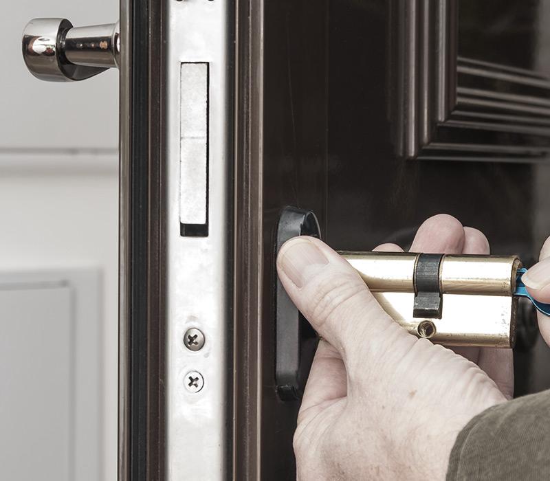 Venda, montagem e reparação de portas blindadas em Belas